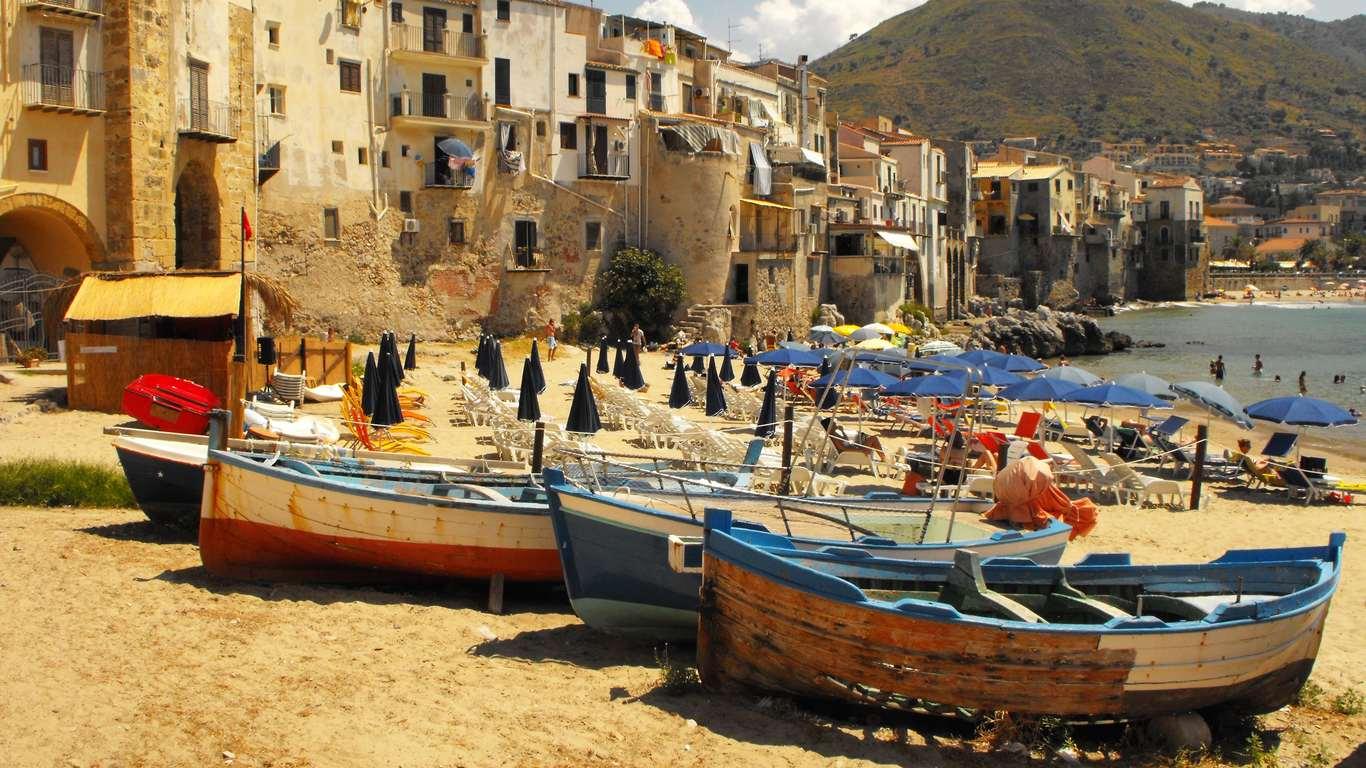 cefalù barche spiaggia