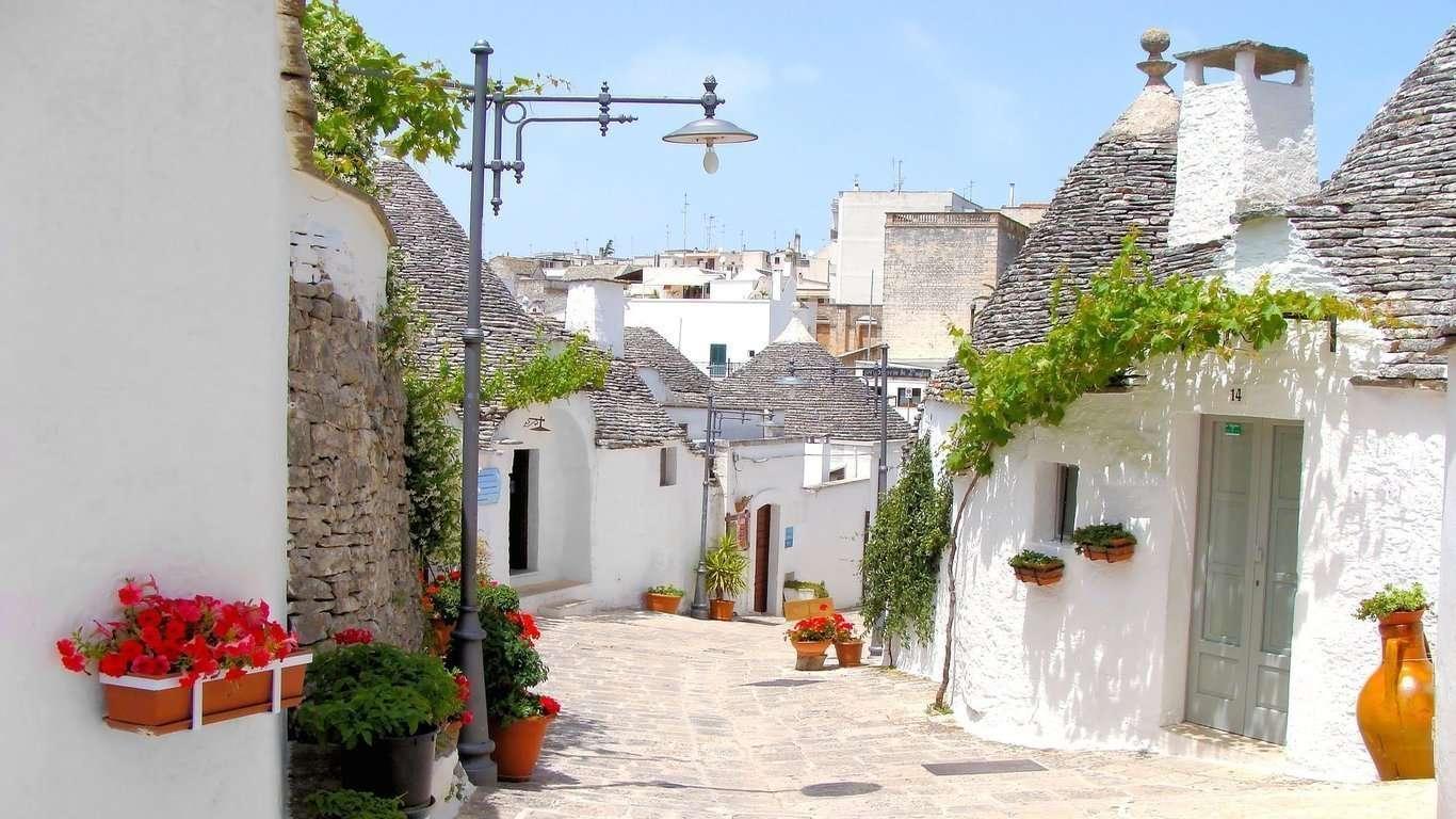 2° giorno - Conversano, Alberobello e Ostuni