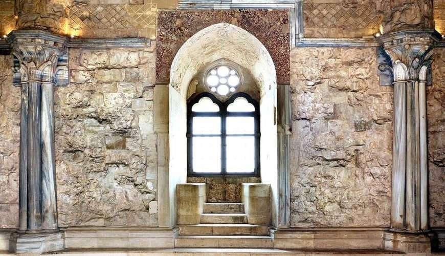castel del monte bifora