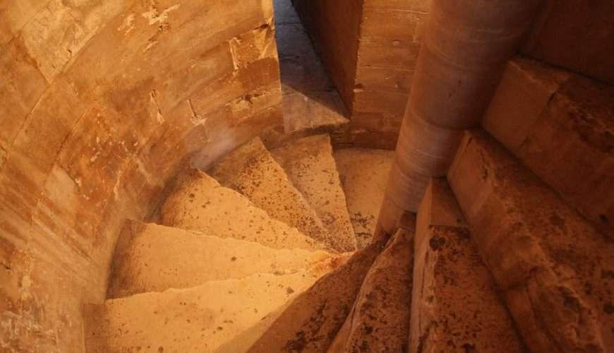 castel del monte scale